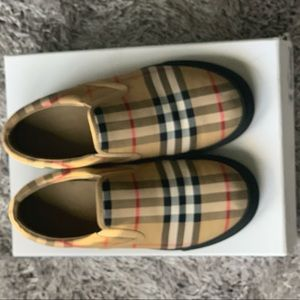 Burberry Little Boys Shoes Size 3
